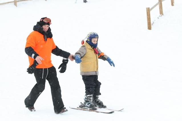 _J'apprends à skier avec ma prothèse de jambe, je me dépasse_ Issam